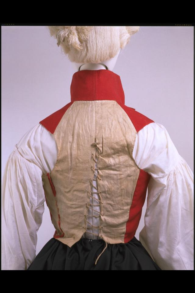 The back lacing allowed a snug fit over stays and under a closely tailored coat. © Victoria and Albert Museum, London
