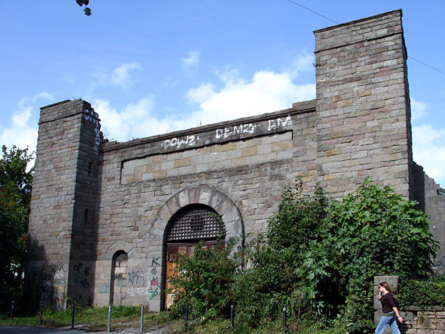 Gateway to Bristol's Gaol, by Linda Bailey, CC BY-SA 2.0, via Wikicommons.