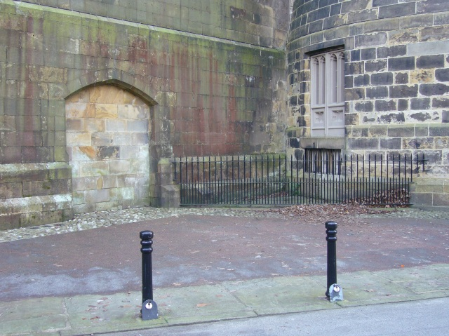 """Hanging Corner"" – the site of public executions until 1865. The double doors on the right led to the gallows situated in front of the sealed archway. Wikipedia"